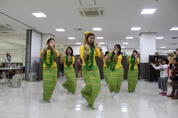 Dance performance by Myanmar students